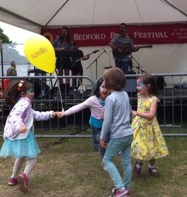 Mahoney & The Moment at Green Days, Bedford Park Festival 2015